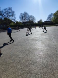 Read more about the article Neuer Basketball-Freiplatz wird super angenommen